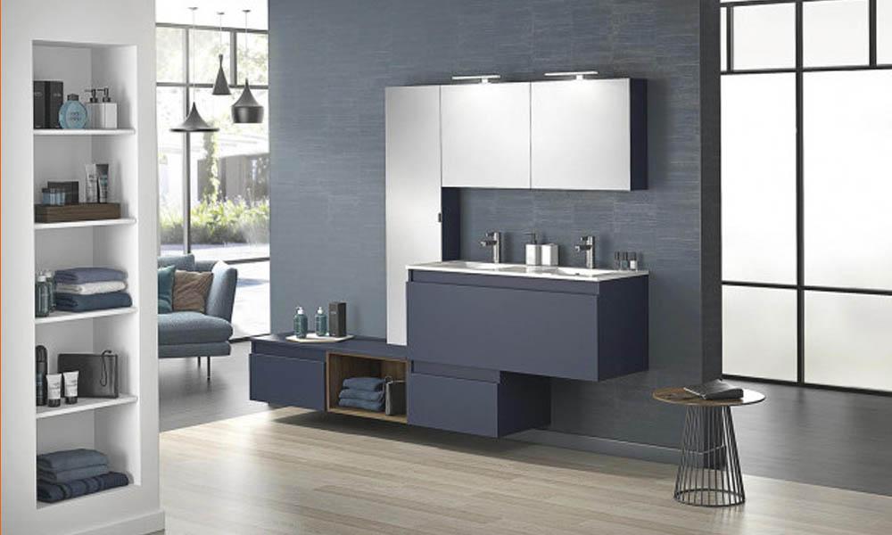 Azul en el baño: lujo, calma y voluptuosidad