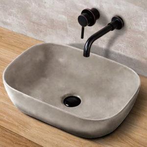 lavabo de hormigón con grifo negro